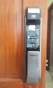 khoa van tay Samsung P718