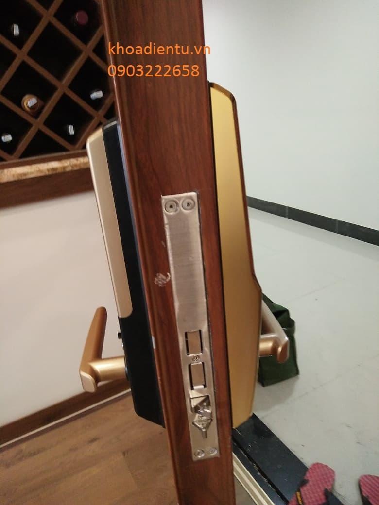 Khóa cửa vân tay samsung h705 lắp Goldsilk – Hà ĐôngKhóa cửa vân tay samsung h705 lắp Goldsilk – Hà Đông