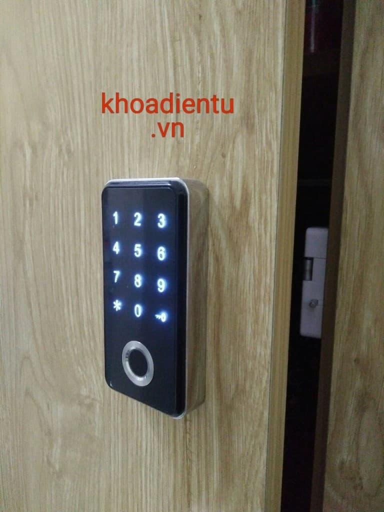 Khóa tủ đồ vân tay, mật mã O'Lok C303